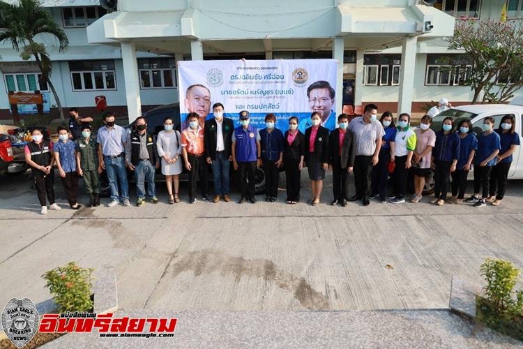 จันทบุรี-ลงพื้นที่ร่วมผู้นำท้องถิ่นพ่นยาฆ่าเชื้อไวรัสในโรงเรียน