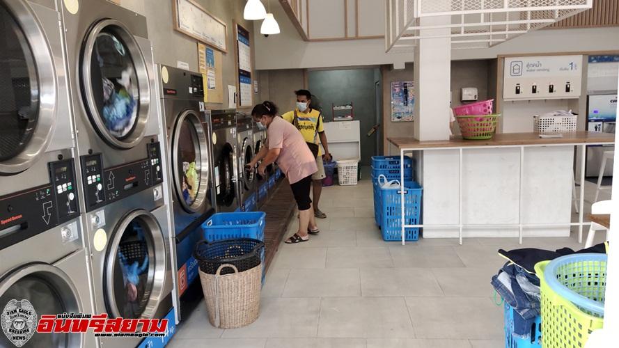 สุพรรณบุรี-วงจรปิดจับภาพคนร้ายย่องร้านซักใช้เจลล้างมือก่อนขโมยผ้าในเครื่อง
