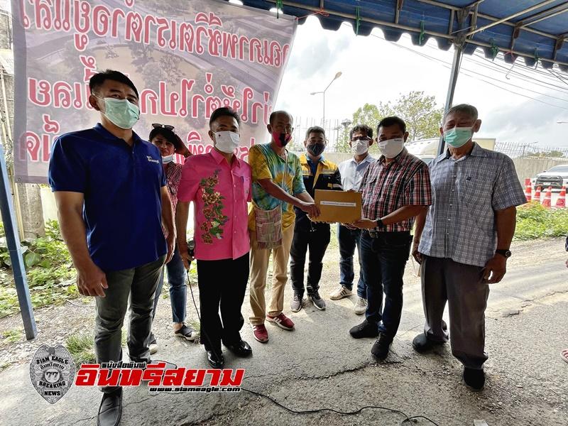 ชลบุรี-ชาวบ้านรวมตัวส่งหนังสือเรียกร้องขอจุดกลับรถและทางเดินข้ามถนน