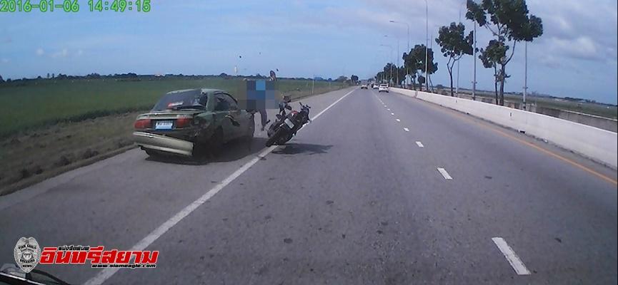 สมุทรปราการ-หนุ่มซิ่งจักรยานยนต์ชนท้ายรถเก๋งกระเด็นถูกรถตู้ทับดับสยอง