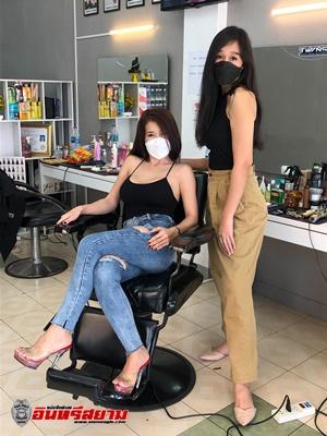 ชลบุรี-สุดแซบ สาวบาร์เบอร์ แต่งชุดเซ็กซี่ตัดผมชาย เรียกลูกค้าเข้าร้านตรึม