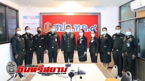 หัวหน้าศูนย์ประชาสัมพันธ์ ศูนย์ปฏิบัติการกองทัพภาคที่ 4 มอบเกียรติบัตรแก่กำลังพลดีเด่น ประจำปี 2564