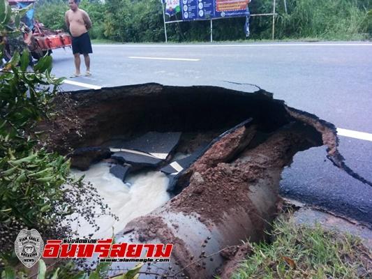 ปราจีนบุรี-พิษพายุโซนร้อนคมปาซุ น้ำป่าเขาใหญ่พัดถนนสายท่องเที่ยวนาดี